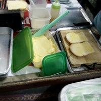 Photo taken at ร้านนมปั่นป้าน้อย 4 แยกห้างฉัตร by G'ift I. on 5/27/2016