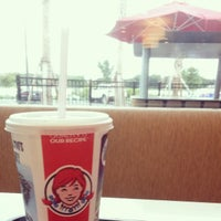 Photo taken at Wendy's by Thais S. on 5/29/2014