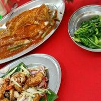 Photo taken at Restaurant Kiong Kee by Khessa V. on 1/25/2016