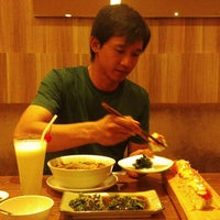 Photo taken at Hatsu Tei Teppanyaki & Sushi by Andrie N. on 9/8/2013