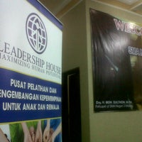Photo taken at SMA Negeri 3 Malang by Rizka A. on 4/27/2013