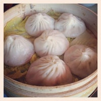 Photo taken at Nan Xiang Xiao Long Bao by Mary Q. on 11/25/2012