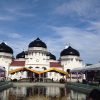Photo taken at Masjid Raya Baiturrahman by ardian h. on 10/25/2014