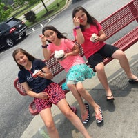 Photo taken at Bruster's Real Ice Cream by Russ  C. on 5/8/2016