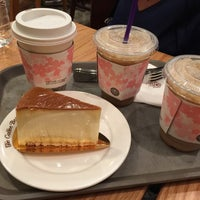 Photo taken at The Coffee Bean & Tea Leaf by Chloe S. Y. on 3/15/2015