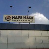 Photo taken at Hari Hari Pasar Swalayan by Ribas A. on 2/15/2013
