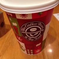 Photo taken at The Coffee Bean & Tea Leaf by Reiko on 11/23/2014