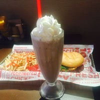 Photo taken at Smashburger by Angelle on 8/25/2015