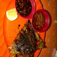 Photo taken at Ayam & Bebek Goreng Palupi by Wendy A. on 10/18/2012