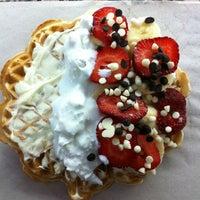 Foto tomada en Waffle Memet por Cem K. el 6/30/2013