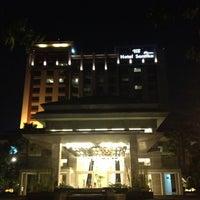 Photo taken at Hotel Santika Premiere Jakarta by Pitra Dwi Y. on 7/22/2013