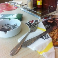 Photo taken at Pizza Hut by Fatima R. on 12/23/2013