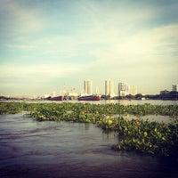 Photo taken at ท่าเรือราษฎร์บูรณะ (บิ๊กซี) Ratburana (Big C) Pier S4 by Palmy Z. on 9/9/2013
