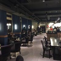 Photo taken at Starbucks by Eryürekler Ö. on 4/28/2016