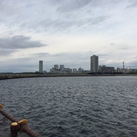 Photo taken at 検見川浜 西突堤 by chan b. on 10/31/2015