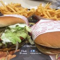 Photo taken at Fat Burger by Joseph Amado H. on 10/1/2016