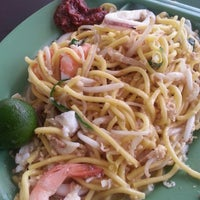 Photo taken at Nam Kee Fried Prawn Noodle by Oliver O. on 9/26/2013