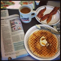 Photo taken at Waffle House by Isa L. on 7/7/2013