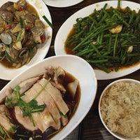 รูปภาพถ่ายที่ 五星海南鸡饭 five star hainanese chicken rice โดย Jisun M. เมื่อ 5/5/2016