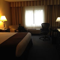 Photo taken at DoubleTree by Hilton Hotel Chicago Wood Dale-Elk Grove by Michael B. on 10/12/2014