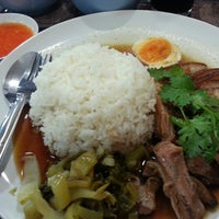 Photo taken at ก๋วยจั๊บล้านช้าง by Wisal C. on 11/10/2013