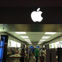 Photo taken at Apple Store, Houston Galleria by Manoj K. on 10/14/2012