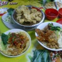Photo taken at Hot Cui Mie by sofyan m. on 10/17/2012