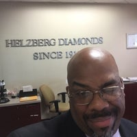 Photo taken at Helzberg Diamonds by Gabriel M. on 7/14/2016