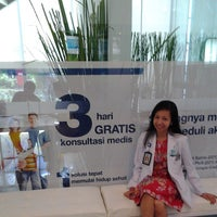 Photo taken at Standard Chartered Bank Head Office by Yanty P. on 10/25/2013