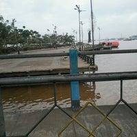 Photo taken at pelampung penyebrangan ferry prima eksekutif by Rani S. on 7/26/2013