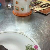 Photo taken at ร้านอาหาร เพื่อน (แม่กลอง) by Kritaguillp on 6/7/2016
