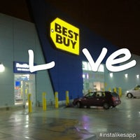 Photo taken at Best Buy by Leo C. on 12/28/2012