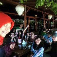 Photo taken at De Tuik Garden Cafe & Resort by Ressa A. on 8/22/2015