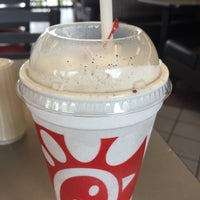 Photo taken at Chick-fil-A by Roberto B. on 8/1/2015