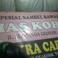 Photo taken at Spesial Sambal Bawang Mas Kobis by Putri G. on 3/22/2013