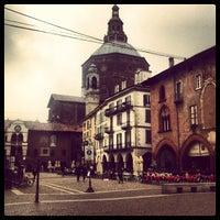 Photo taken at Piazza della Vittoria by garybegood on 3/12/2013