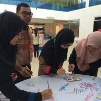 Photo taken at Auditorium Perpustakaan Sultanah Nur Zahirah, UMT by Nazu on 5/26/2016