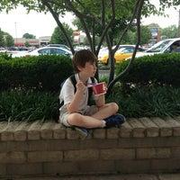Photo taken at Menchie's Frozen Yogurt by Wendy M. on 5/30/2013