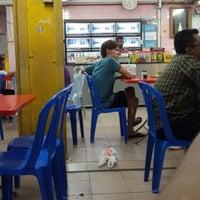 Photo taken at Restoran Jahangeer by Nizam M. on 5/31/2013