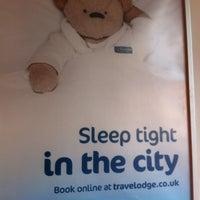 Photo taken at Travelodge London Southwark by Tinchen F. on 1/27/2013