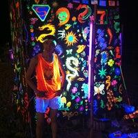 Photo taken at Full Moon Party by ปาณวัตร์ เ. on 11/28/2012