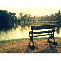 รูปภาพถ่ายที่ Vachirabenjatas Park (Rot Fai Park) โดย Meow D. เมื่อ 3/12/2013