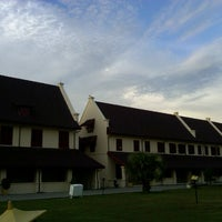Photo taken at Fort Rotterdam (Benteng Ujung Pandang) by candra w. on 5/27/2013