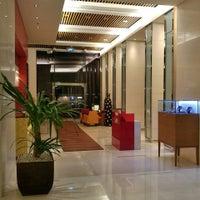Photo taken at Sukhumvit Park, Bangkok - Marriott Executive Apartments by Chang W. L. on 10/26/2015