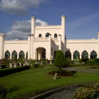 Photo taken at Istana Sultan Siak by biyanabiya m. on 12/28/2012