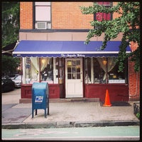 Photo taken at Magnolia Bakery by Bas A. on 7/20/2013