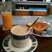 Photo taken at Cafeteria Vejo by Luciabruja on 9/10/2014
