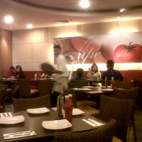 Photo taken at Pizza Hut by Yesaya F. on 11/24/2012