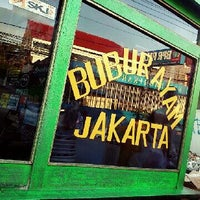 Photo taken at Bubur Ayam Jakarta gerobak ijo by Fery A. on 3/7/2013