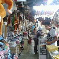 Photo taken at Pasar Malam Sinsuran (Night Market) by Mohd A. on 6/14/2013